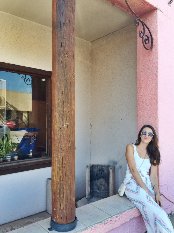 We spent the first half of our city exploring, in the Paseo Arts District. I love this place because it's small and cozy, holds many art galleries and restaurants. The architecture and pastel colored buildings are gorgeous.